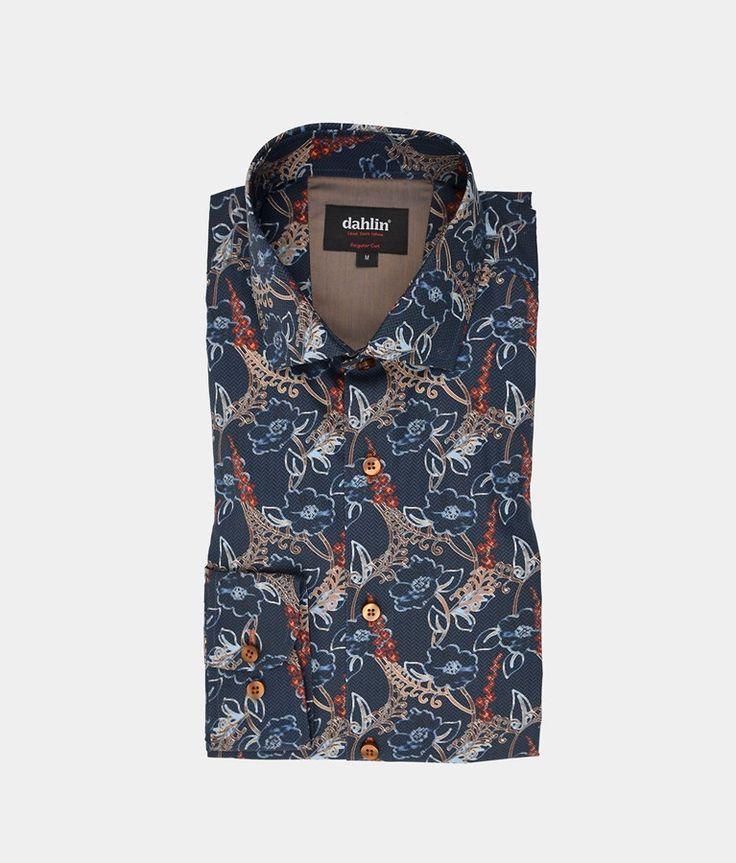 Mörkblå skjorta med blommig print