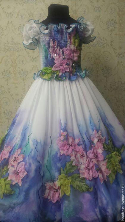 Купить или заказать Орхидея в интернет-магазине на Ярмарке Мастеров. Воздушное легкое платье, выполненное в стиле 'батик'.Это авторская работа-от эскиза, росписи до пошива и декорирования. . Используем вышивку гладью и бисером, а также стразы 'swarovski'. Оригинальные детали декора привлекают особое внимание.Это объемные цветы и листики, которые украшают юбку и лиф.. Платье отличается комфортом, хорошо переносит многочисленные стирки.