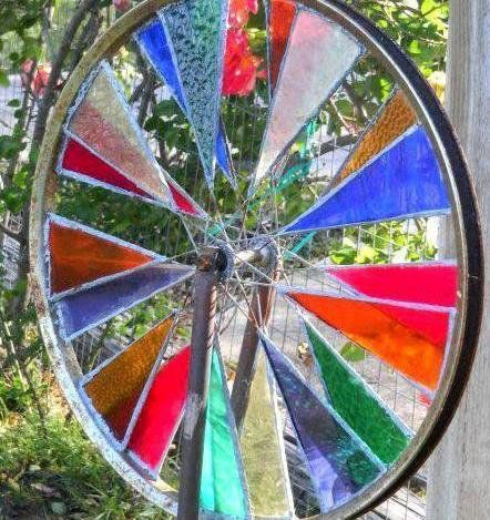 Stained glass spinner - whole wheel detail