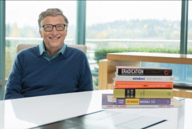 - Przeczytałem wiele wspaniałych książek w 2015 roku. Świetnie się przy nich bawiłem i chciałbym wam polecić kilka z nich - mówi miliarder Bill Gates, były szef Microsoftu. - Nie mogę się doczekać zmiany mojej medialnej diety na bardziej książkową - dodaje z kolei Mark Zuckerberg z Facebooka.
