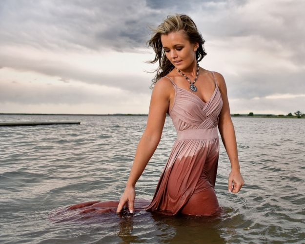 Water lifestyle Dress- Hardcastle Photography- Love the style