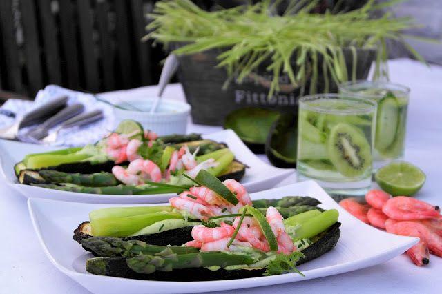 Saaranlautasella: Kevään vihreä nautinto, parsaa kesäkurpitsaveneiss...
