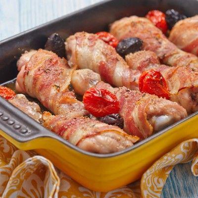 Deze heerlijke biologische kippenpootjes zijn verpakt in een jasje van spek. Heerlijk als snack in het weekend of als hoofdgerecht met bv. zoete aardappel frietjes.