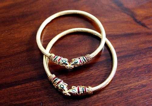 Bangles – Desically Ethnic  #desi #ethnic #desicallyethnic #design #fashion #indian #shopnow #onlineshopping #meenakaari #jewellery #jewelsofindia #accessories #bangles