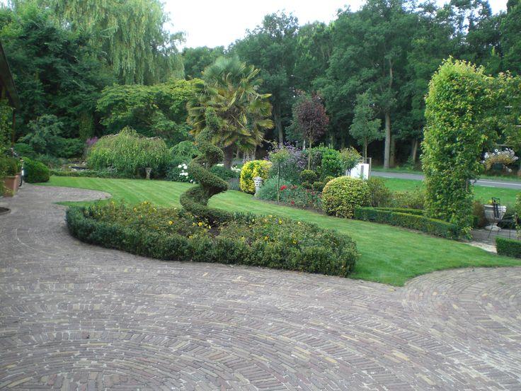 Hoveniersbedrijf H.G. Peters | Gevarieerde tuin met een landelijke uitstraling.