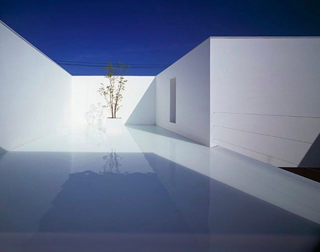 Via thehardt ‪Takuro Yamamoto Architects: White Cave House‬ located in Kanazawa City, Japan, an area known for heavy snowfall. The white minimal house still features many external spaces, despite the weather. The house's exterior appears as a plain white volume, with one surface interrupted by an aperture that creates the parking space and a covered entrance passage to protect the owners from the winter snowfall. This void continues around a corner, where it becomes a secluded courtyard…