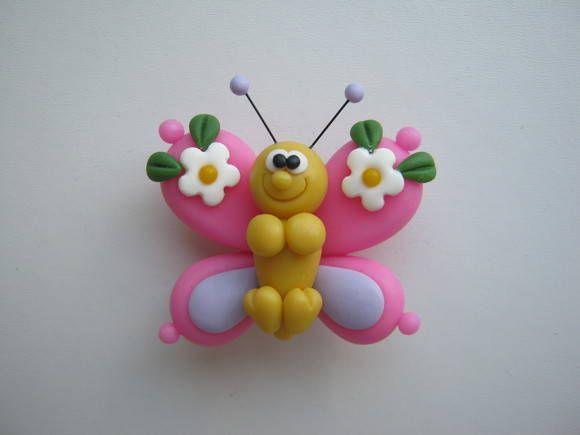 Ímã modelado em biscuit (porcelana fria).  Pode ser utilizado na decoração de geladeira ou quadro de fotos. Ótima opção para lembrancinha de nascimento. As cores das asas e dos detalhes das asas podem ser personalizadas. Preço por unidade. R$ 4,00