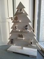 Sfeervolle kerstboompje met decoratieve plankjes gemakkelijk te versieren met decoratie of kaarsjes gemaakt van steigerhout. Afmeting: HxB 133x102 cm. YamBee-Meubelen een diversiteit aan steigerhout en massief houten meubelen