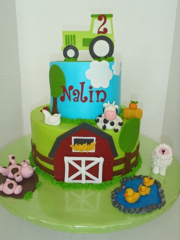 Farm Birthday Cake... Kirsten Gorda, this would be adorable for some lil dude's upcoming birthday!