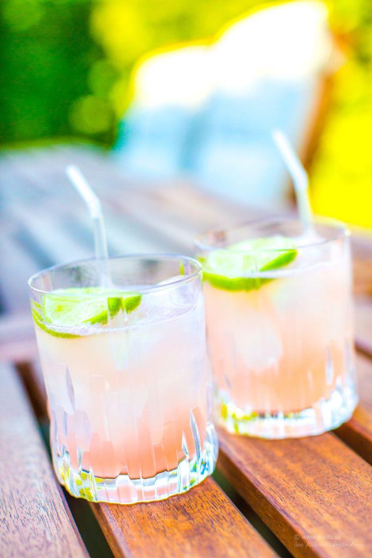Icke glömma Fredagsdrinken om än lite senare än vanligt =) Ni kanske känner igen namnet? Jag har recept på en mimosavariant HÄR Paloma ären mkt populär cocktail i Mexico! Den innehåller allt jag gillar dvs tequila, grafefrukt och lime! kan det bli godare? Hihi! Detta receptet görjag med7 up light alt Sprite Zero sitället för […]