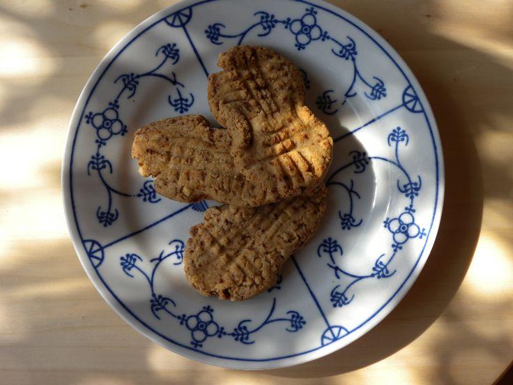 Heerlijke nutter butter koekjes zonder gluten en rijk aan proteine vanwege notenpasta of pindakaas.