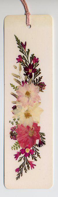 Marca páginas de flores secas   -   Pressed flowers bookmark