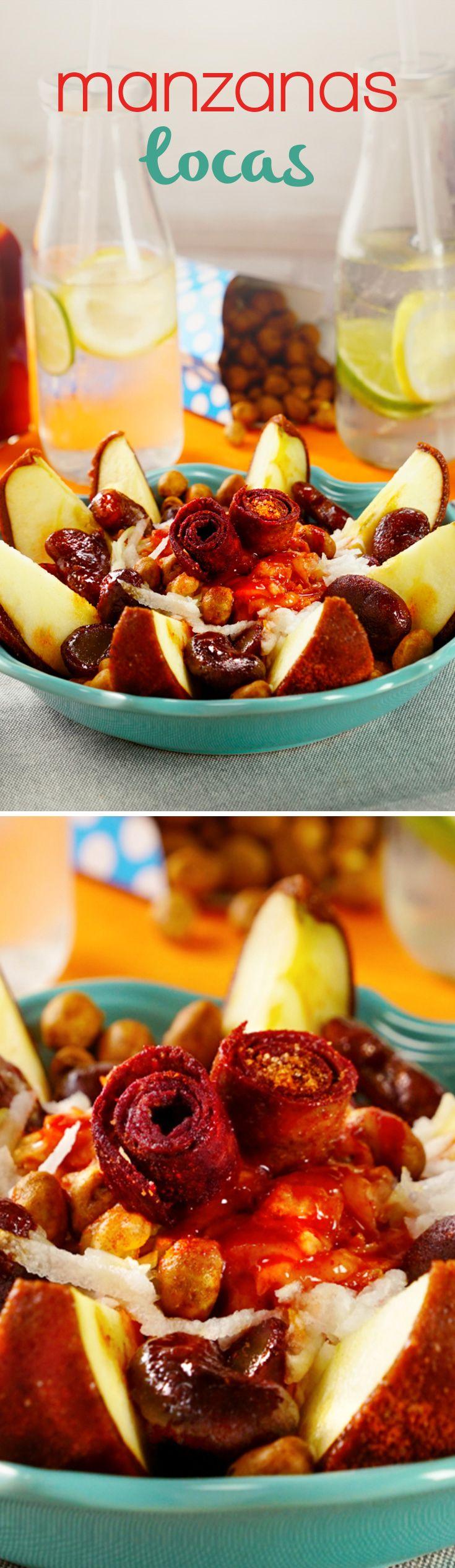 Te enseñamos cómo hacer manzanas cubiertas con chamoy utilizando láminas de tamarindo y tus dulces favoritos. Tus amigos quedarán fascinados con esta botana en el #superbowl