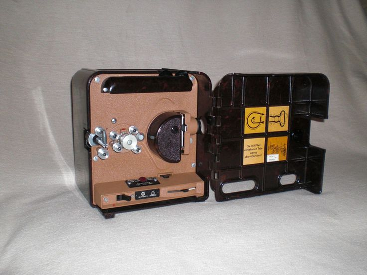 Filmprojektor aus Bakelit Pentacon P8 Schmalfilm-Projektor movie projector