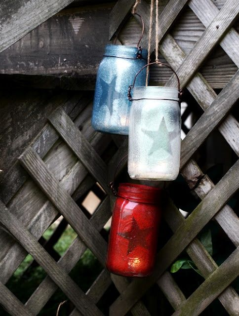 4th of July Outdoor Decorations   Patriotic Mason Jar Lanterns.....I don't like them as lanterns but would make cute center pieces or something along those lines.