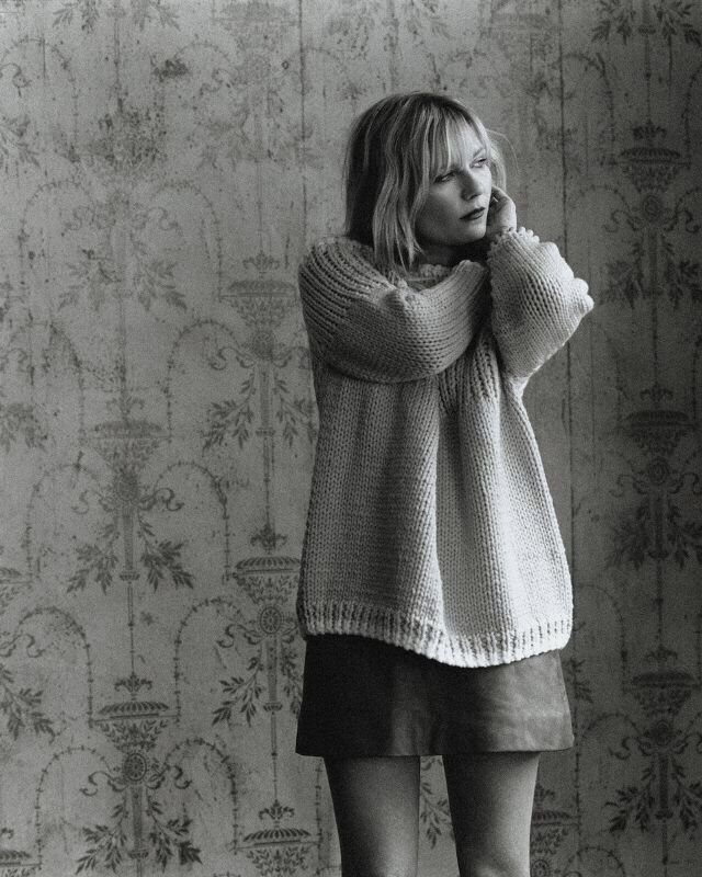 love the oversized sweater!!! one of my favorite trends for this year!