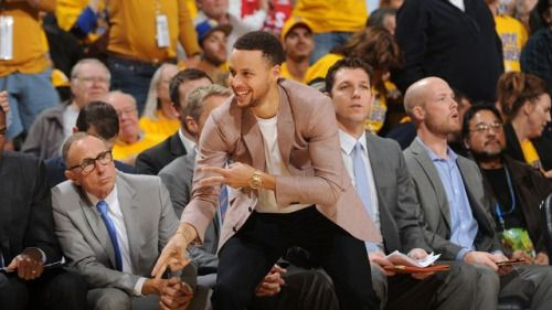 With Stephen Curry cheering, Warriors close out Rockets...: With Stephen Curry cheering, Warriors close out Rockets #NBAschedule…