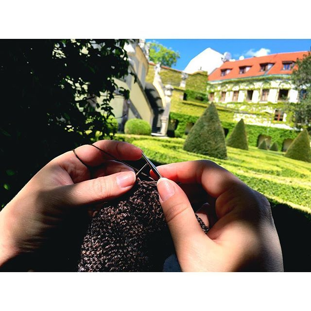 Knitting my way through Prague...  ... If you're ever here, make sure not to miss these beautiful gardens just off #charlesbridge . It's the perfect peaceful stop to have a bit of a knit and to let the kids run around and recharge after so much walking! #enjoyprague #siidegarte #yarn #handdyed #indiedyer #testknit #placeswhereyoucanknit