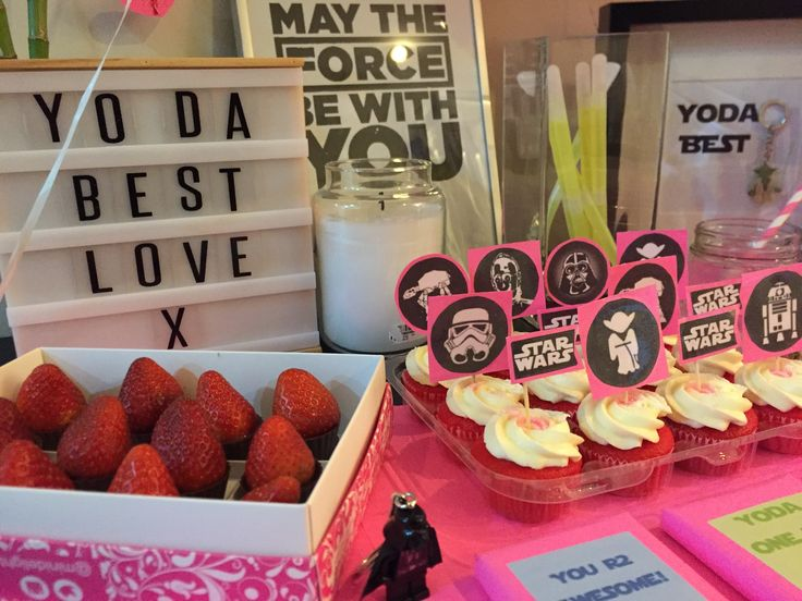 Star Wars Valentine's Day cupcakes toppers and table decor