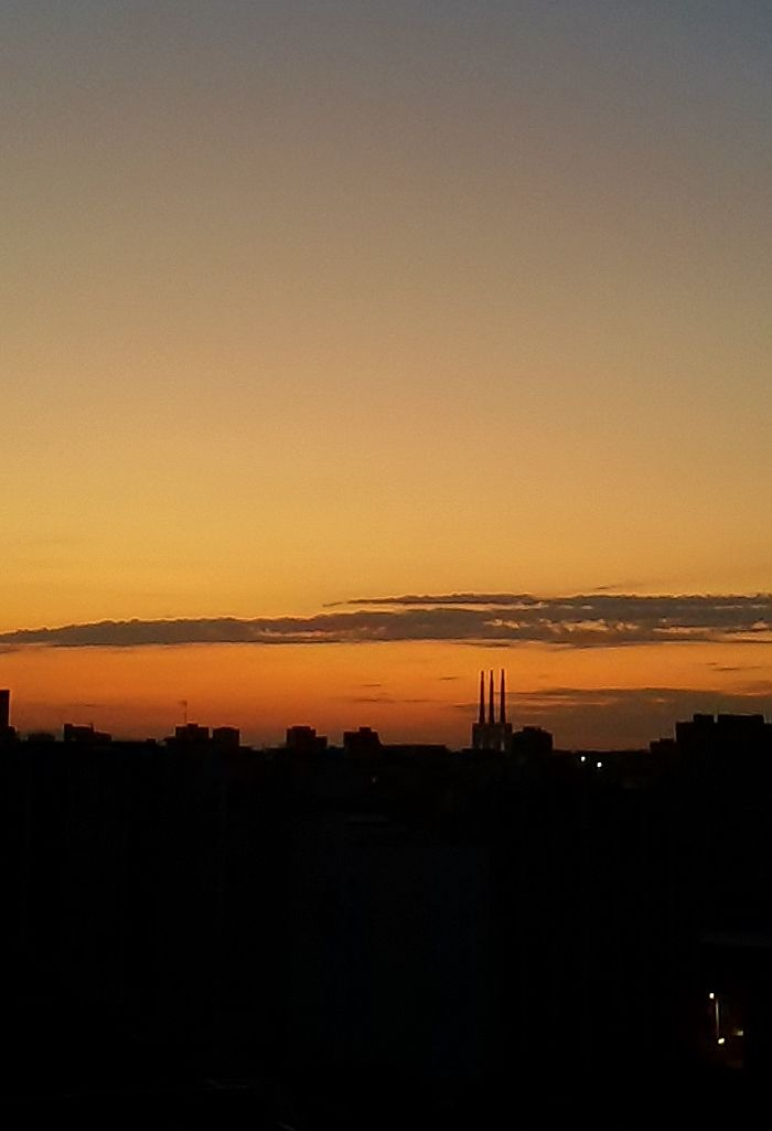 08/05/2015 Amanecer torres de Badalona, Sky, Barcelona by Luz Divina Balihar #badalona #barcelona #sky #orange #amanecer #dawn