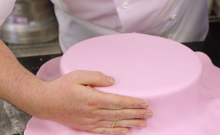 Essentials Of Cake Decorating : Icing cakes is an essential skill for anyone who wants to ...