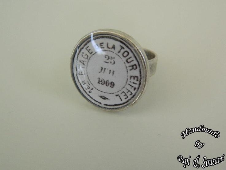 Στρογγυλό δαχτυλίδι ρητίνης εισητήριο για το πρώτο πάτωμα του πύργου του Άιφελ-Round resin ring with a vintage ticket for the first floor of Eiffel's tower