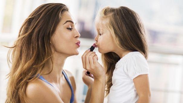 mother_daughter_makeup_000057515164.jpg (605×340)