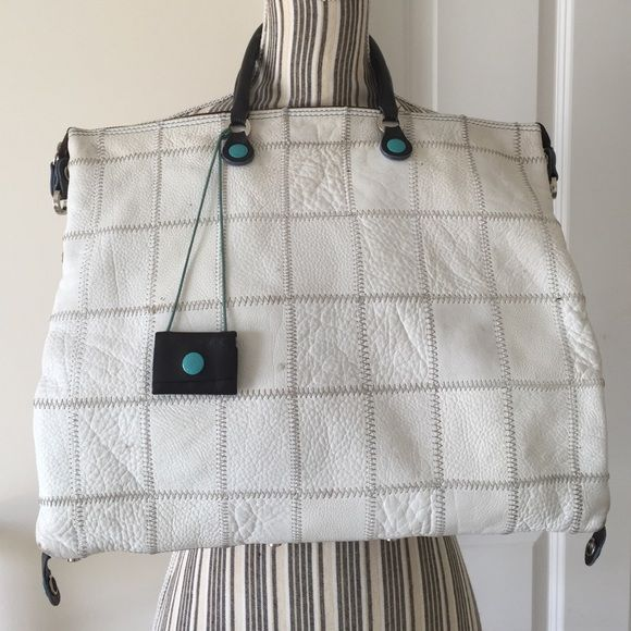 GABS  Messenger Handbag White 3 Strap Messenger zipper bag. In good condition with a few marks. Gabs Bags Crossbody Bags