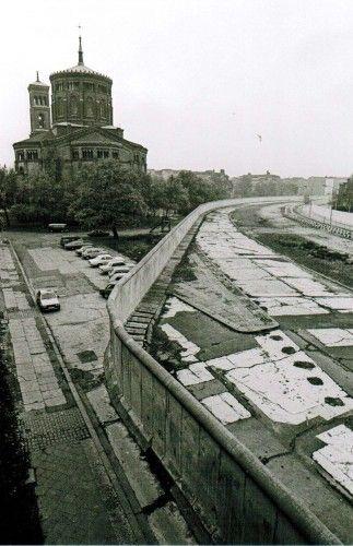 1982 Thomaskirche (West) und Todesstreifen Berlin-Kreuzberg