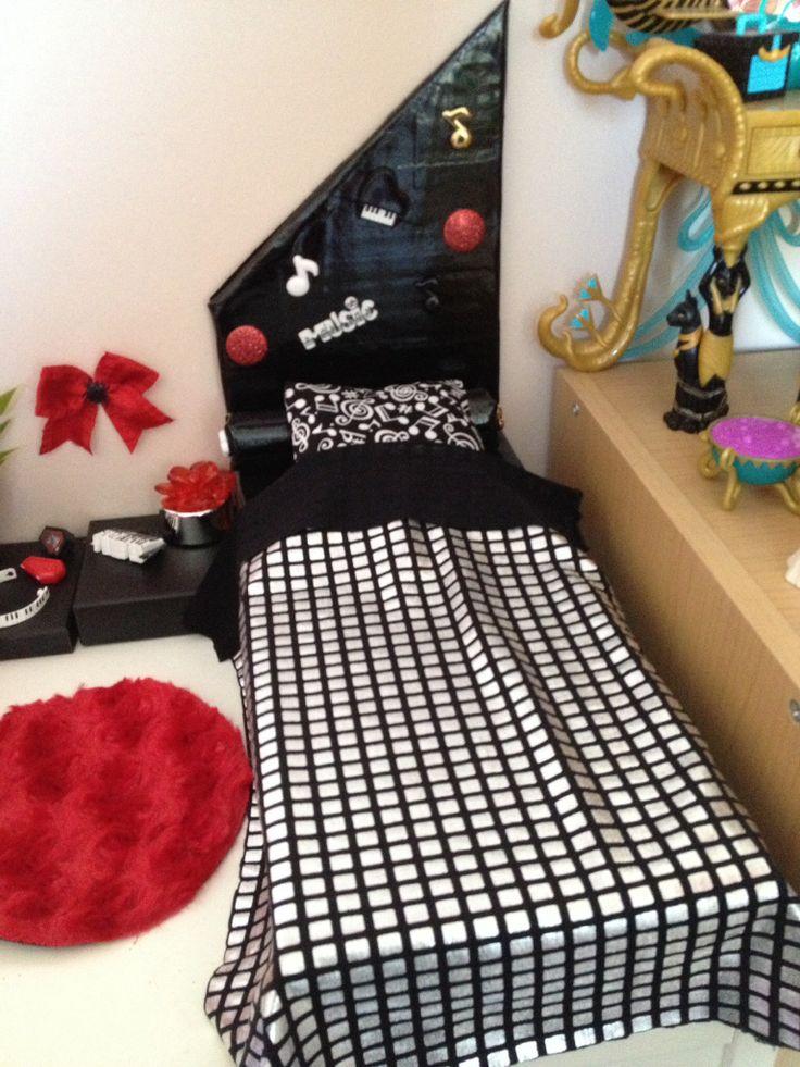 Fabulous diy lit operetta monster high operetta bed with for Monster high accessoires de chambre