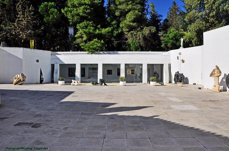 το μουσείο του Ίωνα Βορρέ στην Παιανία. Contemporary Greek art at the Vorre's museum in Peania, Attica Greece.