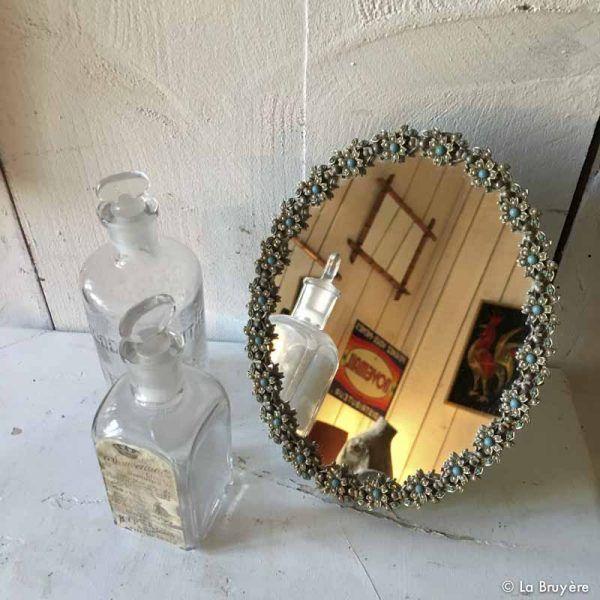 Les 25 meilleures id es de la cat gorie miroir ovale sur for Accrocher miroir au mur