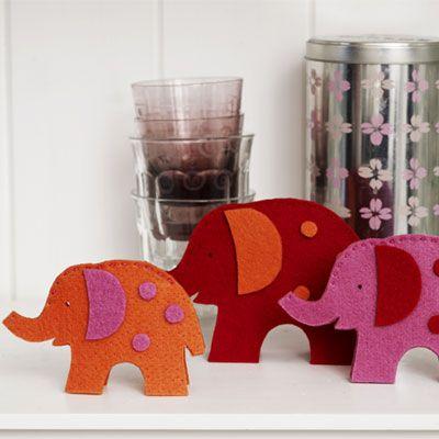 Klip sjove dyr og figurer med en saks i kraftig akrylfilt,