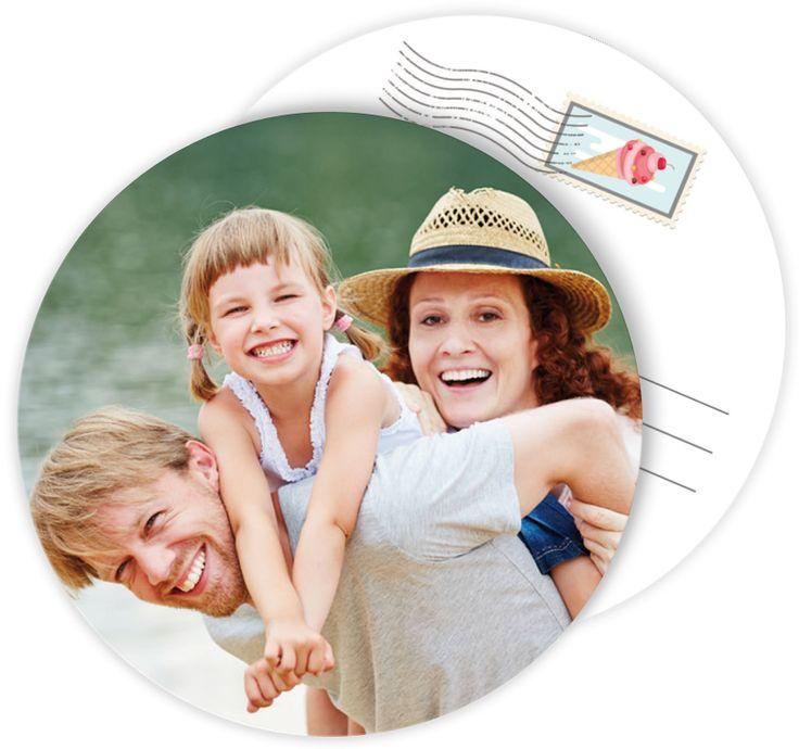 Carte postale personnalisée ronde pour partager vos vacances en famille quelque soit le lieu où vous êtes, ref N32199