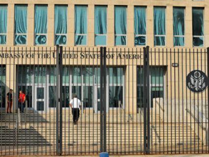 A descoberta vem afastar a suspeita de um ataque com ondas sónicas, conforme foi inicialmente descrito o incidente. Ao longo do último ano, 24 representantes norte-americanos em Havana foram internados com sintomas variados, desde perda de audição e de visão, desequilíbrio e perda de memória... http://expresso.sapo.pt/internacional/2017-12-06-Detetadas-anomalias-cerebrais-em-diplomatas-dos-EUA-afetados-em-Cuba