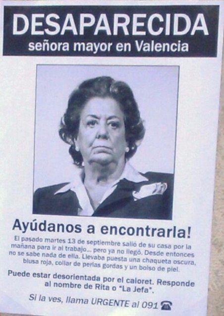 """Este es el cartel que han pegado en la casa de Rita Barberá """"alertando de su des... - http://www.vistoenlosperiodicos.com/este-es-el-cartel-que-han-pegado-en-la-casa-de-rita-barbera-alertando-de-su-des/"""