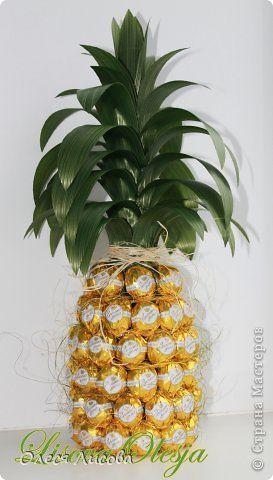 Девочки, всем здравствуйте! Как и обещала, выставляю свой МК по изготовлению ананаса из конфет ... фото 18