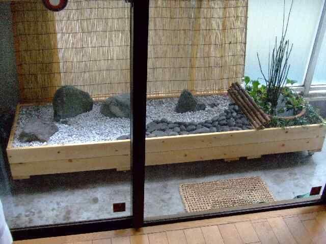 Japanese spot garden on casters in balcony
