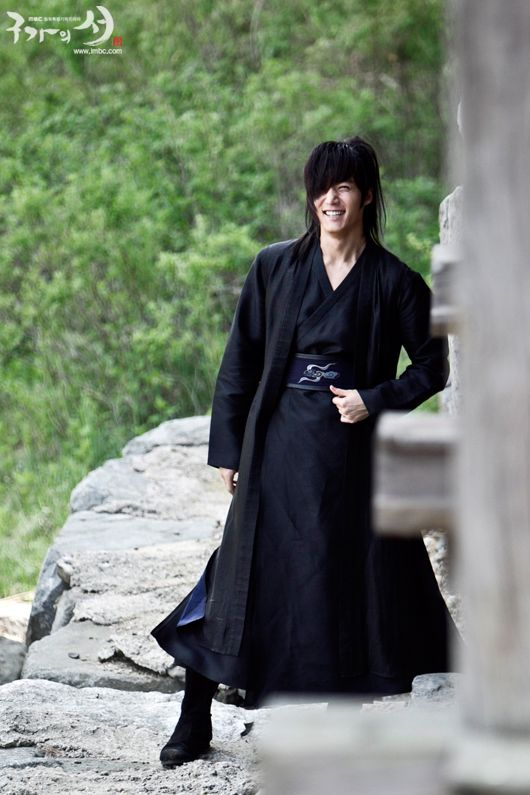Choi Jin Hyuk a.k.a Wol Ryung in Gu Family Book ... Otherwise known as: That Man With the Gorgeous Jaw