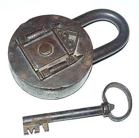 cadenas anciens et leurs clefs histoires des cl s et leurs serrures lock key pinterest. Black Bedroom Furniture Sets. Home Design Ideas