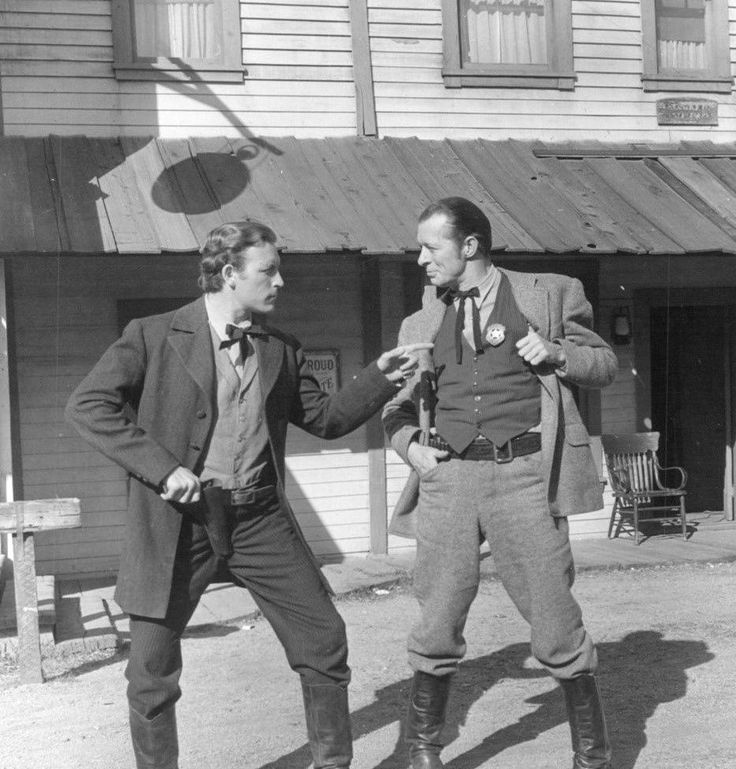 Lawrence Tierney and Morgan Conway, Badman's Territory (1946)
