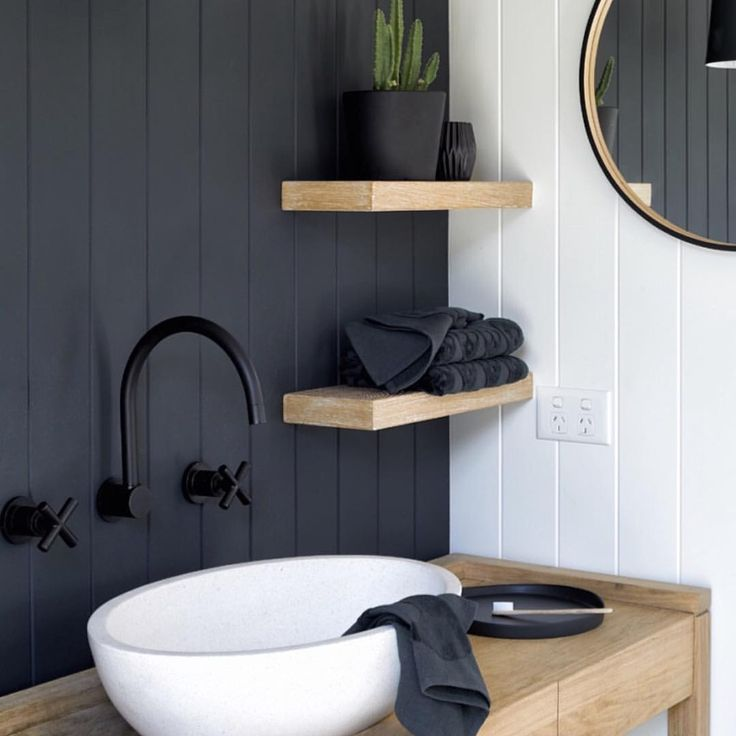 """74 curtidas, 2 comentários - Melbourne Photography Styling (@doswellandmclean) no Instagram: """"Our new bathroom Reno . Stylish brand new Oak floating shelves from Royal Oak Floors…"""""""