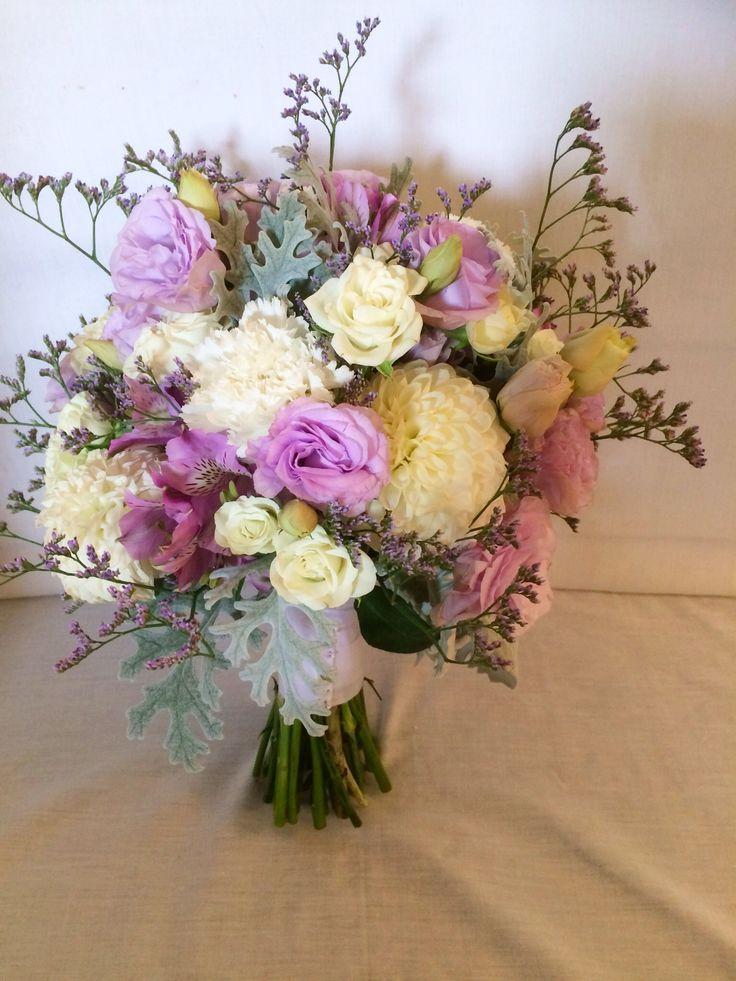 Pastel rustic bouquet.