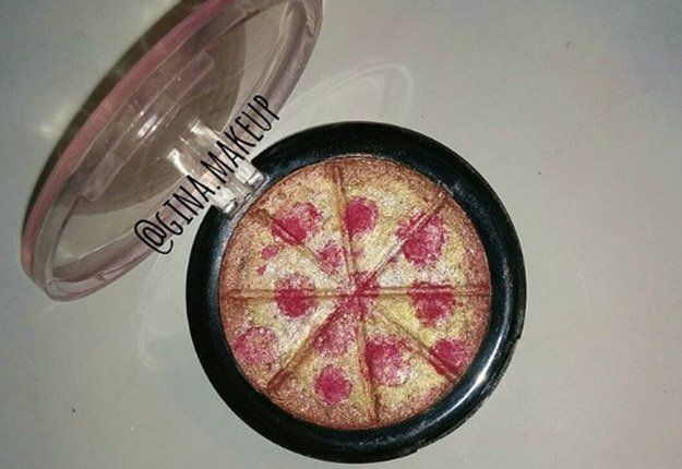 Best Ideas For Makeup Tutorials    Picture    Description  This Pizza Highlighter is Every Beauty Junkie's Dream | Check out this amazing DIY makeup highlighter, this is very cool specially if you've accidentally broke your makeup.    - #Makeup https://glamfashion.net/beauty/make-up/best-ideas-for-makeup-tutorials-this-pizza-highlighter-is-every-beauty-junkies-dream-check-out-this-amazi-3/