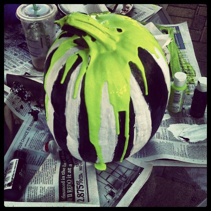 Beetlejuice pumpkin // um heck yes this is an awesome/simple idea
