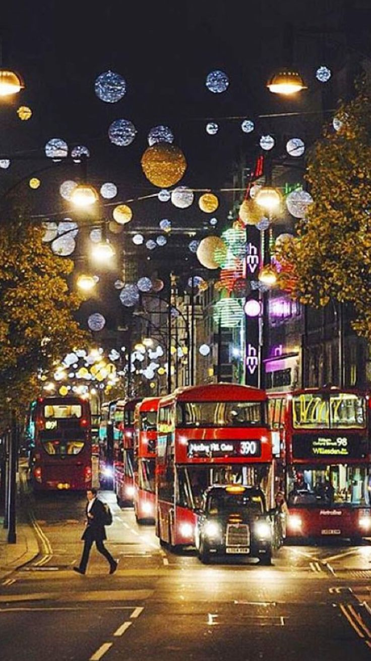 London Streets Christmas Time Chichester And Surrounds London Christmas London Wallpaper London Travel