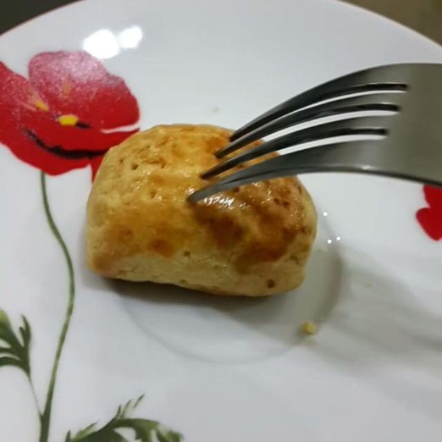. . COOKIE PIE SILVER QUEEN CHUNKY BAR  Can you hear that beautiful crack?  Pakai resep kulit pie yang sama kaya yang dibuat Apple Pie. ... . . Sumber resep: http://ift.tt/2e4opj3 . . BAHAN KULIT PIE: (Aku pakau 1/2 resep) 500 gr terigu protein sedang 200 gr margarin 50 gr butter potong dadu 1 butir telur ayam kampong 3 sdm air dingin  sdt baking powder double acting (BPDA)  sdt vanilla bubuk p.s aku pakai Blue Band Cook and Cookies jd nggak pakai butter lagi  CARA MEMBUAT:  1. Ayak terigu…