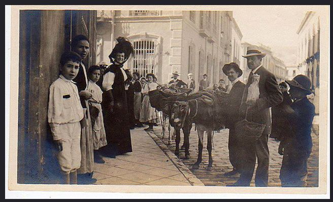 Calles de Almería, 1910. Fotografía realizada por Mary Gozzaldi Papers, miembro fundadora y vicepresidenta de la Cambridge Historical Society.