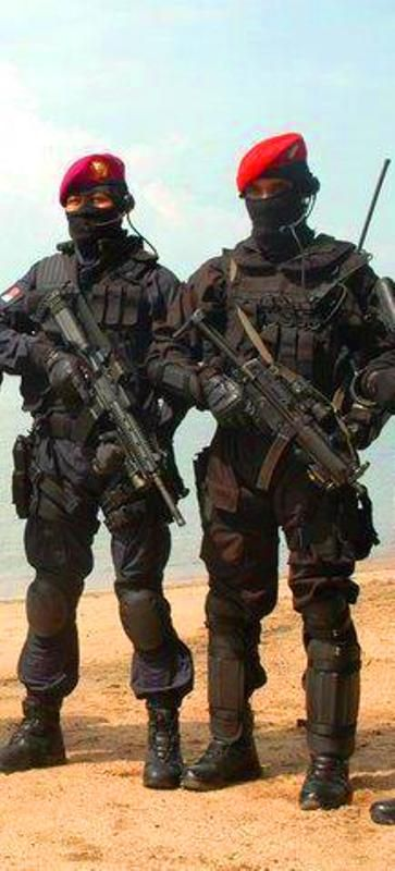 INDONESIAN SPECIAL FORCE (Red Beret=Army Kopassus, Purple=Marine Corps)