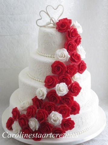 Bruidstaart met en rozen waterval